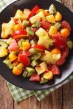 Natuurvoeding: Salade van verse exotische tropische vruchten macro Stock Foto's
