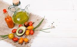 Natuurvoedingachtergrond Studiofoto van verschillende vruchten en groenten op witte houten lijst Hoge resolutieproduct royalty-vrije stock afbeeldingen