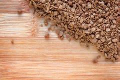Natychmiastowa kawa na drewnianej desce Zdjęcia Stock