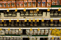 Natychmiastowa kawa w supermarkecie Obraz Royalty Free