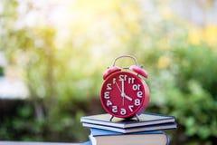 Nauczanie pomysły punktualność I ostrość na czasie obraz royalty free