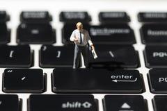 Nauczyciel i biała notatnik klawiatura Komputerowej klawiatury macrophoto Wchodzić do guzika zbliżenie zdjęcia stock