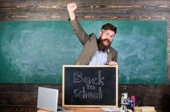 Nauczyciel lub pedagog witamy inskrypcję z powrotem szkoła Pełny energia po lato szkolnych wakacji Powitanie Z powrotem Zdjęcie Stock