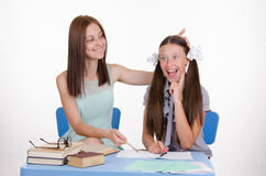 Nauczyciel pomagać uczeń rozumie zadanie Zdjęcia Royalty Free