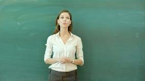 Nauczyciel pozycja Przed Klasowym Pyta pytaniem zdjęcie wideo