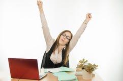 Nauczyciel rozciąga obsiadanie przy twój biurkiem fotografia stock