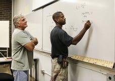 nauczyciel studencki patrzy Obrazy Stock