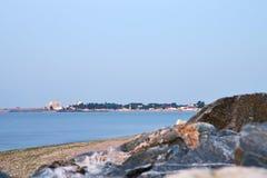Naufrágio e rochas no litoral em Costinesti, Romênia Fotos de Stock Royalty Free
