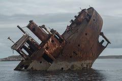 Naufrágio nas águas frias de Noruega imagem de stock royalty free