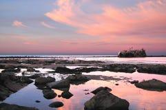 Naufragio al tramonto sulla costa Est del nord immagine stock