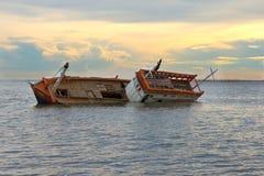 Naufragio con incagliato sul mare Fotografie Stock Libere da Diritti