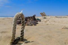 Naufragio dalla costa di scheletro fotografie stock libere da diritti
