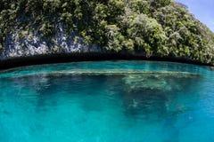 Naufragio in laguna tropicale Immagini Stock