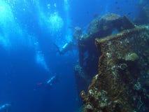 naufragio USS Liberty con molte bolle dell'operatore subacqueo - Bali Indonesia Asia fotografie stock libere da diritti