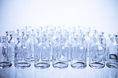 Nauk buteleczki w rzędach, Cool odcień Obraz Royalty Free