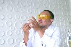 Naukowa eksperyment w laboranckiej nauce zdjęcie royalty free