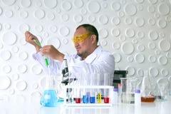 Naukowa eksperyment w laboranckiej nauce obraz royalty free