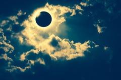 Naukowy naturalny zjawisko Sumaryczny słoneczny zaćmienie z diamentem Obrazy Royalty Free
