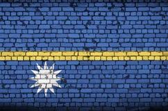 Nauru flaga maluje na starym ściana z cegieł ilustracji