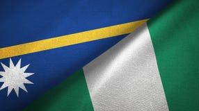 Nauru- und Nigeria-zwei Flaggentextilstoff, Gewebebeschaffenheit stockfoto