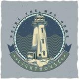Nautisk t-skjorta etikettdesign med illustrationen av den gamla fyren Arkivfoto
