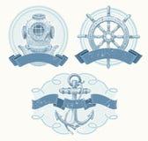 Nautiska emblems med hand tecknade element royaltyfri illustrationer