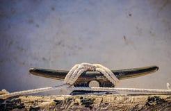 Nautiskt rep som binds på dubben, maritim seglingbakgrund royaltyfri fotografi