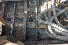 Nautiskt rostigt rep på en haveri arkivbild