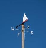 Nautiskt Themed väder Vane Against Clear Blue Sky fotografering för bildbyråer