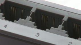 Nav Ethernetströmbrytare, Cat5 som knyter kontakt stock video