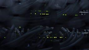 Nav för Ethernetnätverksanslutning Blinkaljus i en mörk server hyr rum, närbildsikten av Ethernetkablar som bindas till routeren  lager videofilmer