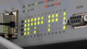 Nav och kablar med blinkande ljus stock video