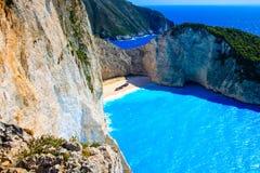 Navagio海湾和船击毁 扎金索斯州,希腊海岛在爱奥尼亚海 免版税库存图片