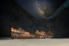 Navagio i natten med Milkway royaltyfria foton