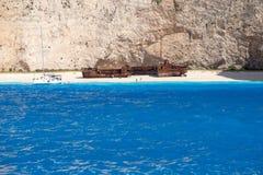 Navagio-Strand in der Sommerzeit mit blauem Wasser von Griechenland, Zakintos lizenzfreies stockbild