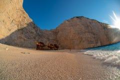 Navagio-Strand in der Sommerzeit mit blauem Wasser von Griechenland, Zakintos stockbild