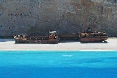 Navagio strand med det rostiga gamla skeppsbrutna skeppet i Zakynthos Grekland Royaltyfri Fotografi