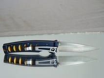 Navaja con una cuchilla del acero del damasco Foto de archivo libre de regalías