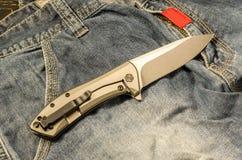 Navaja de bolsillo El dorso del cuchillo Visión desde arriba Humor caliente foto de archivo