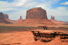 Navajo auf Pony-Denkmal-Tal Stockfotos