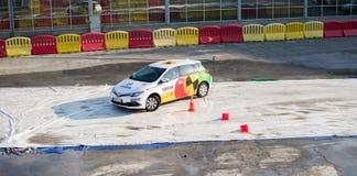 Navak汽车安全在贝尔格莱德车展的驾驶学校介绍 免版税库存照片