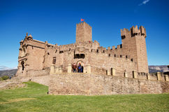 NAVARRA, ESPAÑA - 2 DE ABRIL: Turista que visita a Javier Castle famoso el 2 de abril de 2016, en Navarra, España Foto de archivo libre de regalías