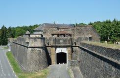 Murs médiévaux enrichis de la ville française Navarrenx photo libre de droits