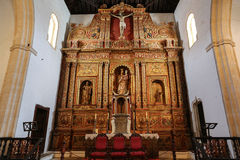 Navata ed altare principali nella chiesa della cattedrale di St Mary di Betancuria Immagine Stock