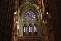 Navata laterale e finestra della chiesa Fotografia Stock Libera da Diritti