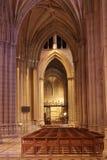 Navata laterale in una cattedrale Immagini Stock