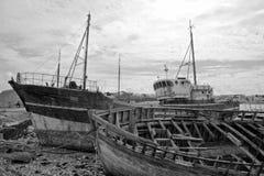 Nave abbandonata sul litorale fotografie stock
