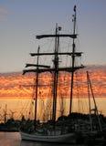 Nave al tramonto Fotografia Stock Libera da Diritti