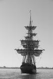 Nave alta bajo la vela Imagen de archivo
