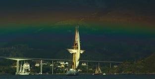 Nave alta con il Rainbow immagini stock